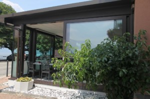 Alzanti-scorrevoli-Eku-per-ristorante-Dai-Monelli-Varese (4)