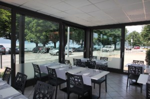 Alzanti-scorrevoli-Eku-per-ristorante-Dai-Monelli-Varese (8)