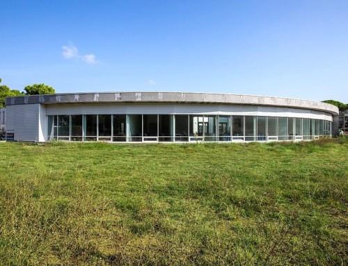 Continuità tra spazio interno ed esterno garantendo alti livelli di comfort con la facciata continua EKU 50 Glass