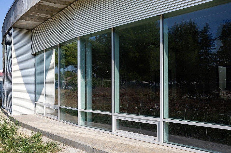 Facciata continua Eku 50 Glass per la biblioteca di Cecina - 5
